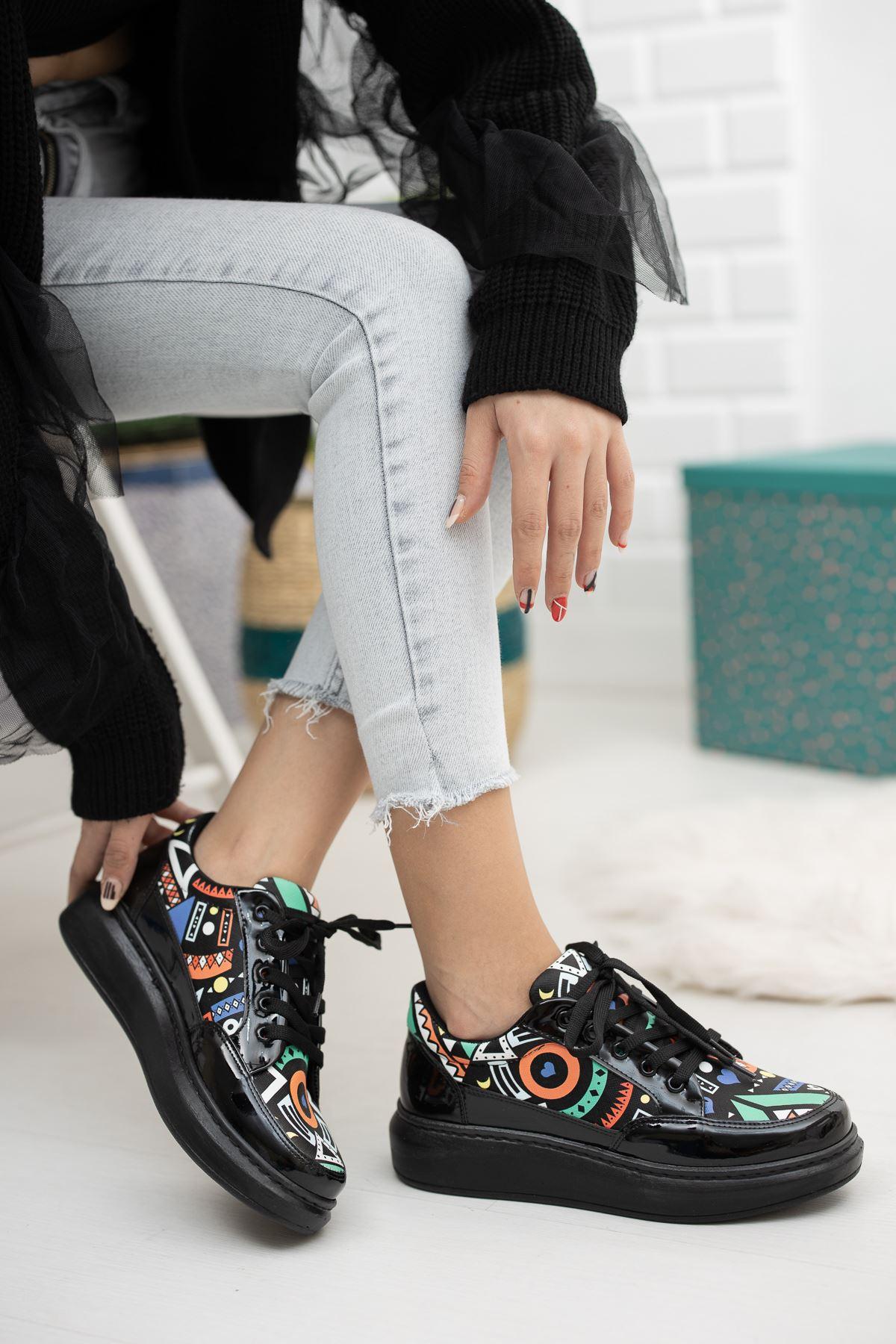 Siyah Rugan Desenli Sneaker
