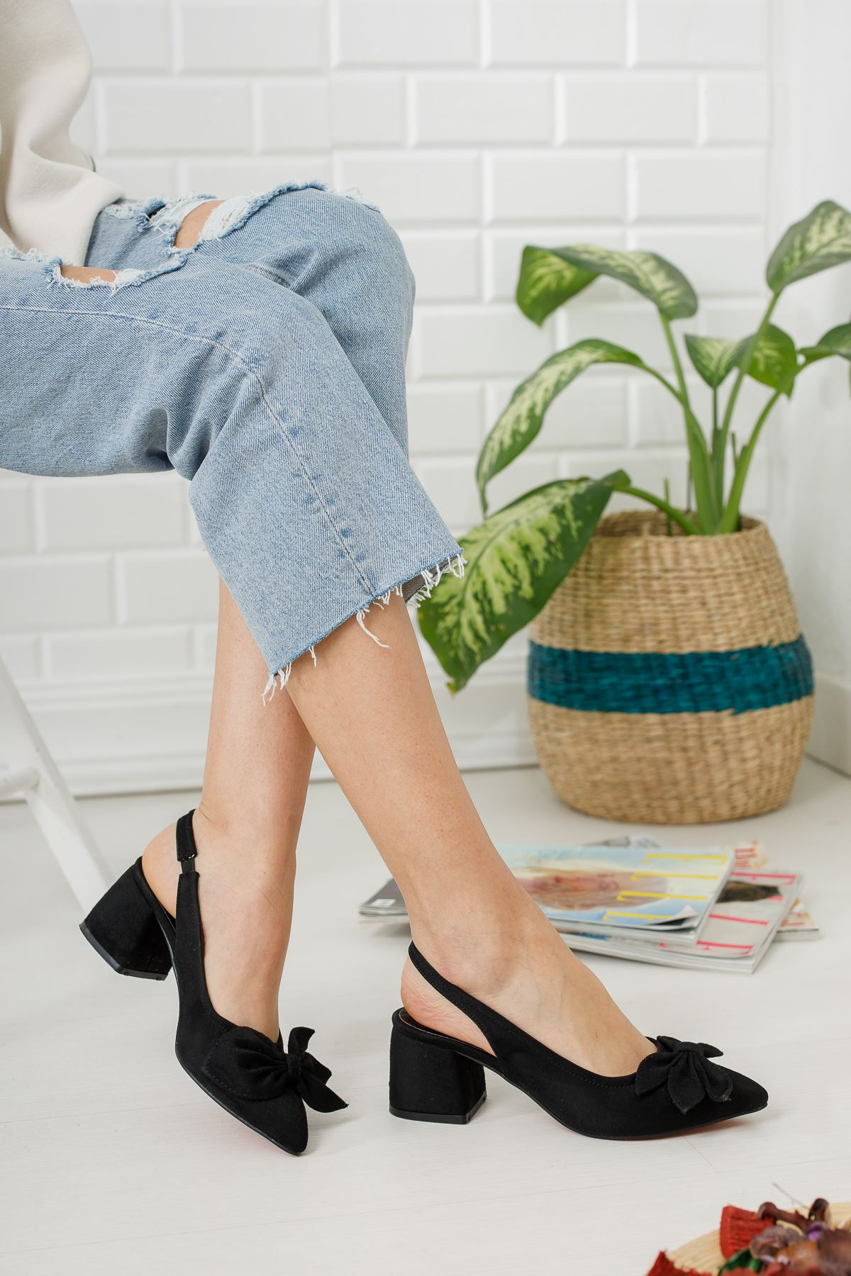 Siyah Süet Fiyonk Detaylı Topuklu Ayakkabı