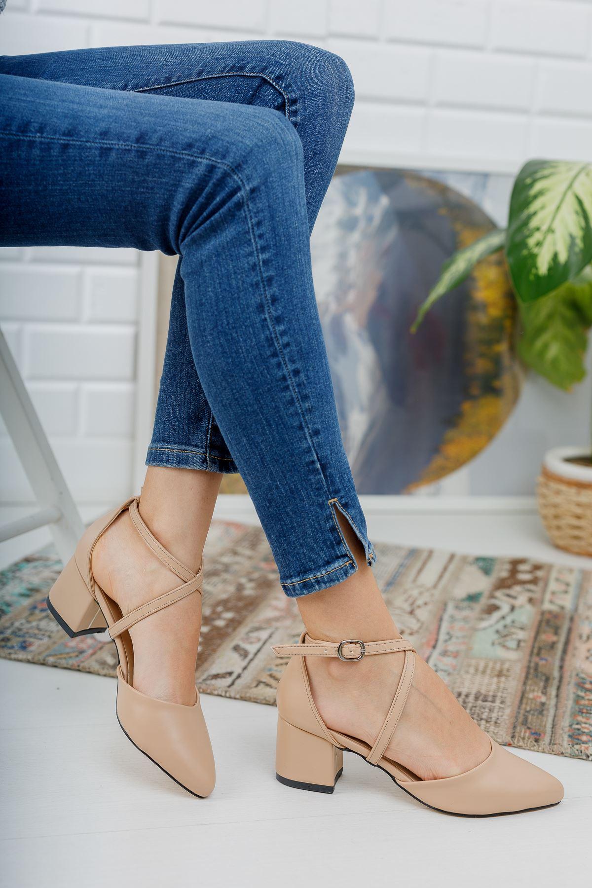 Düz Nude Cilt Önü Çapraz Kalın Topuklu Ayakkabı