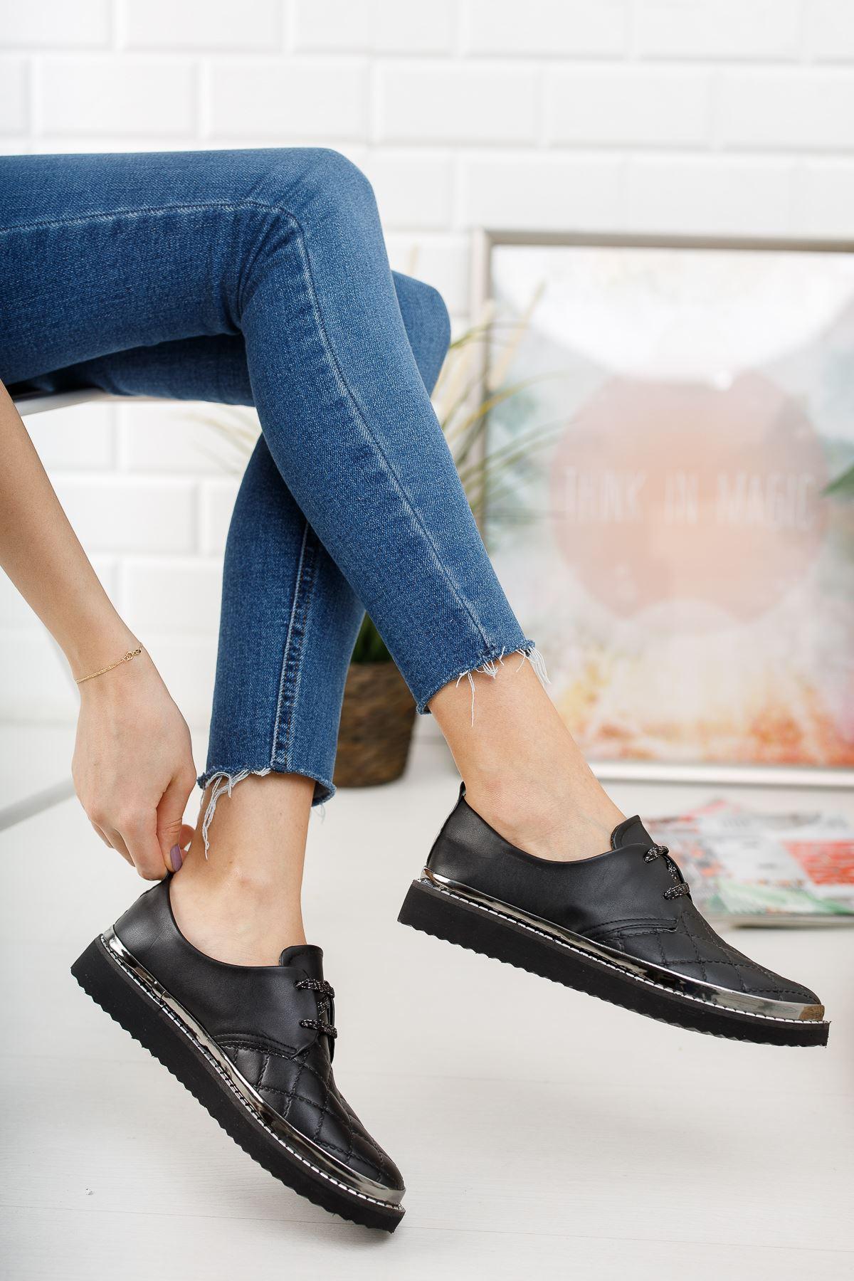 Siyah Deri Kapitoneli Günlük Ayakkabı