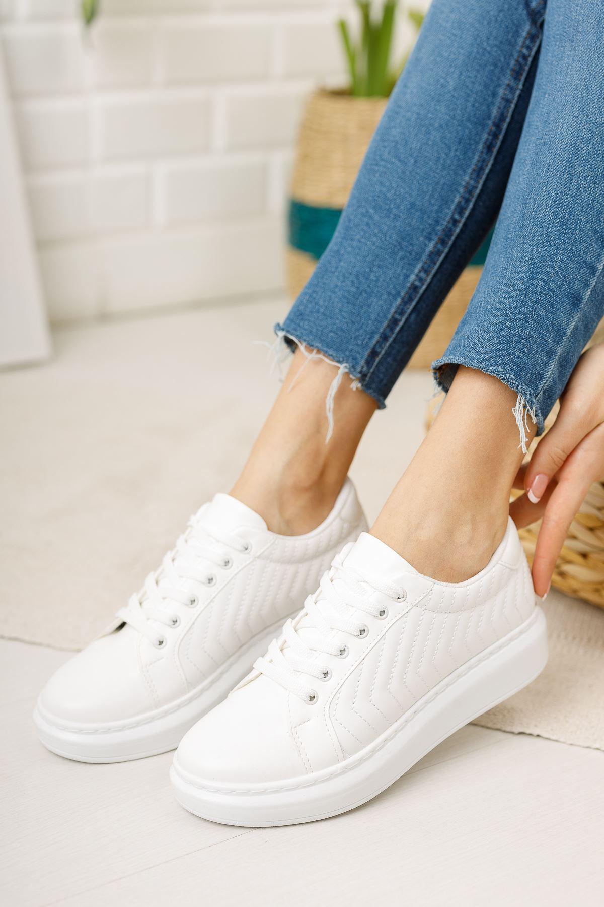 Beyaz Kapitoneli Günlük Spor Ayakkabı