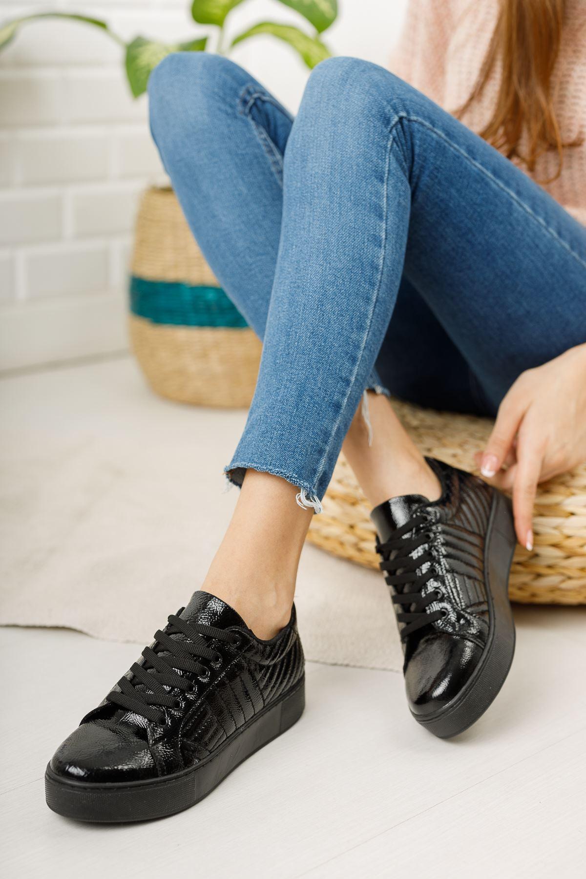 Siyah Kırışık Rugan Kapitoneli Günlük Spor Ayakkabı