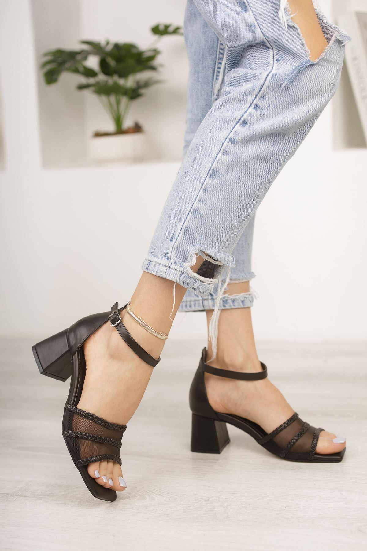 Siyah File ve Örgü Detaylı Klasik Topuklu Ayakkabı