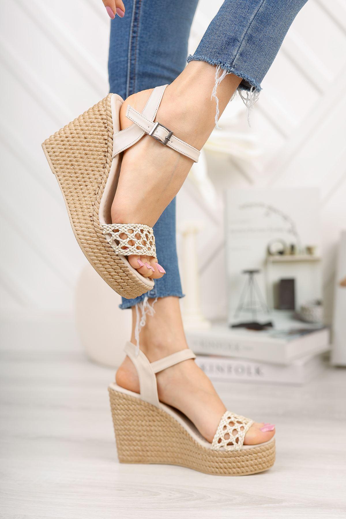 Bej Örgü Yüksek Dolgu Topuklu Ayakkabı