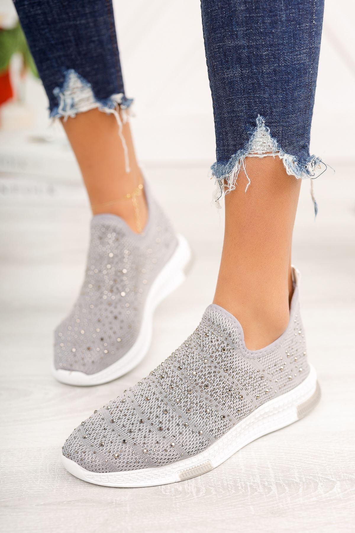 Gri Üstü Taşlı Bağcıksız Spor Ayakkabı