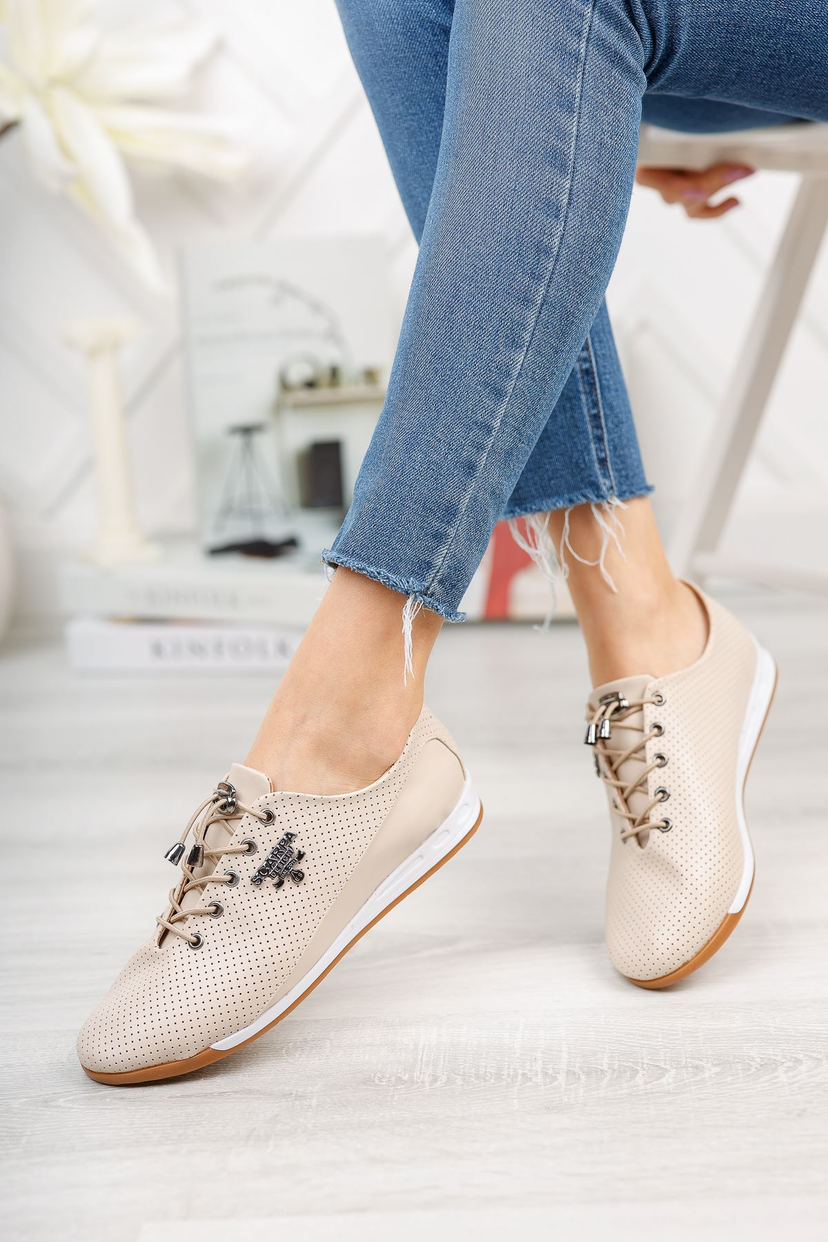 Bej Bağcık Detaylı Günlük Ayakkabı