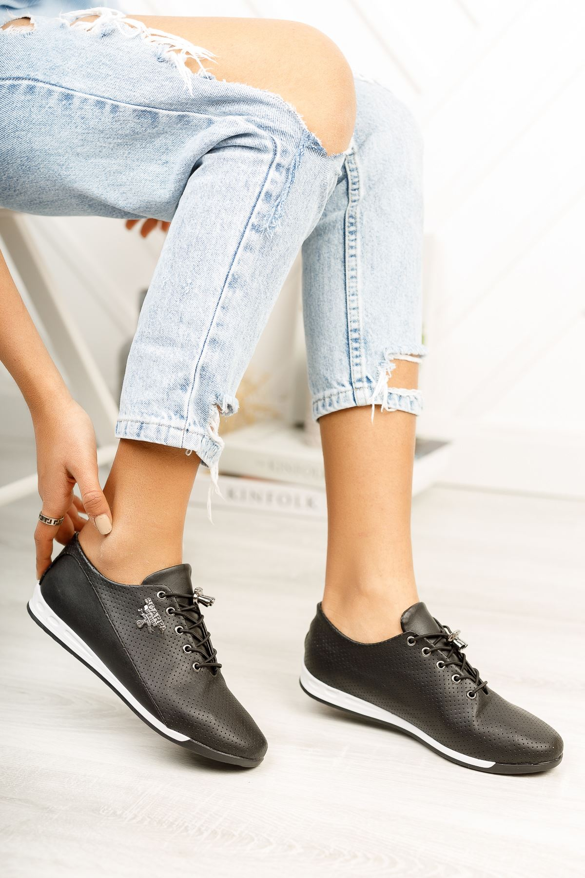 Siyah Bağcık Detaylı Günlük Ayakkabı