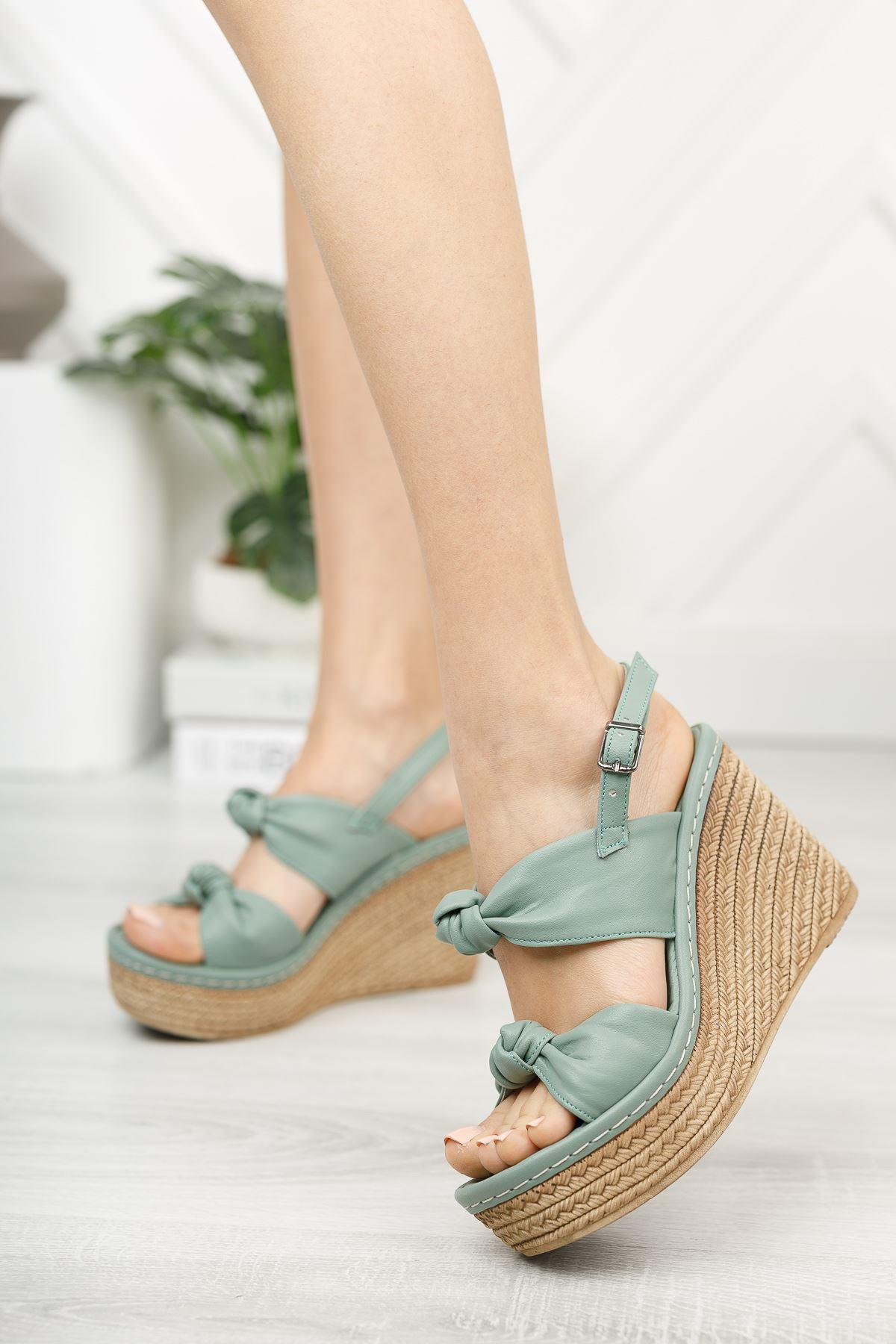 Mint Yeşili Düğüm Detaylı Dolgu Topuk Sandalet